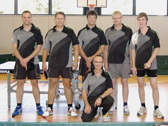 v.l.n.r. (stehend): Christian Schnattinger, Michael Mack, Thomas Schnattinger, Detlef Strotmann, Florian Weingandt, (sizend) Günter Herbrich